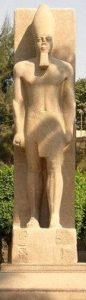 ラムセス2世の立像