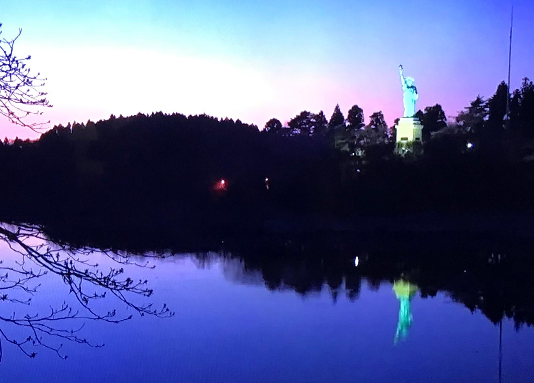 青森いちょう公園自由の女神4